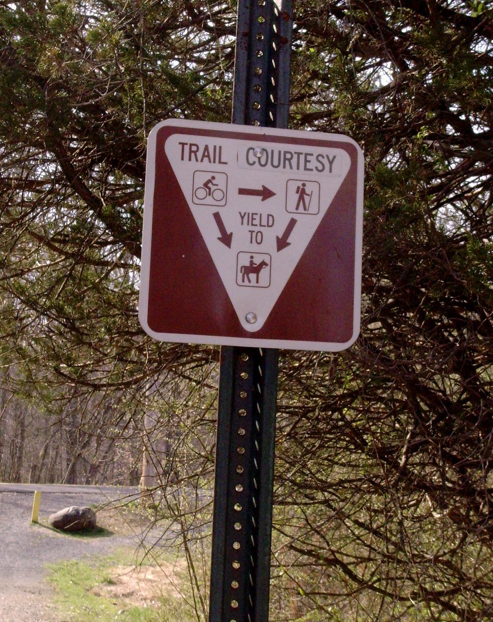 trail_courtesy
